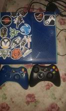 იყიდება Xbox one 360 ახალ მდგომარეობაში მოყვება თამაშები.