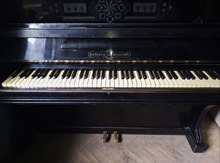იყიდება შავი პიანინო