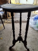 ანტიკვარული მაგიდა