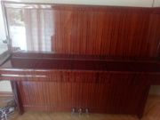 პიანინო პეტროფი სამპედლიანი როიალის მექანიკით