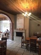 რესტორნის მაგიდა და სკამები (დანადგარები)